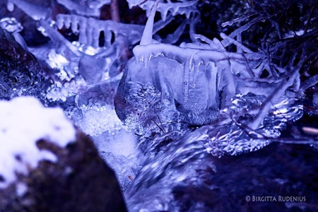 water_20120125_ice