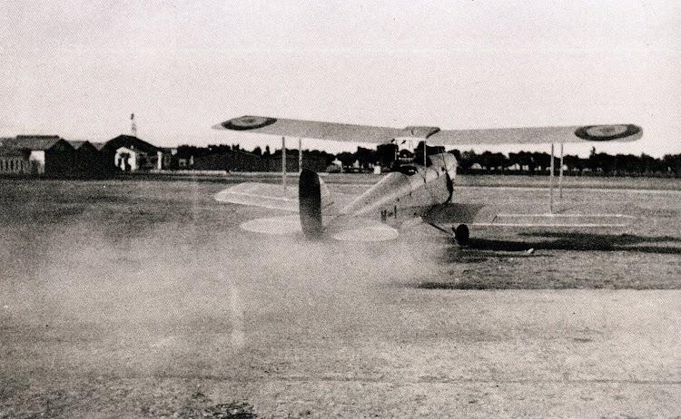 Avioneta De Havilland DH 60 G III A Moth Major. Del libro Proa al Cielo. Imagenes de la Aviación Naval Española desde 1917. Col. Cesar O´Donnell.jpg