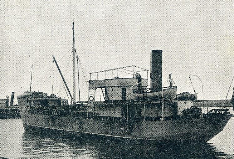 Vapor DICK, ex TAVIRA en Barcelona. Foto de la revista CATALUNYA MARITIMA. Año 1919.jpg