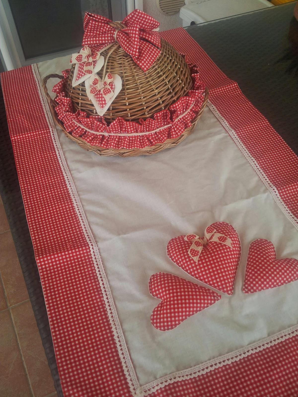 Le creazioni di antonella cuscini con cuori imbottiti - Striscia uncinetto per tavolo ...