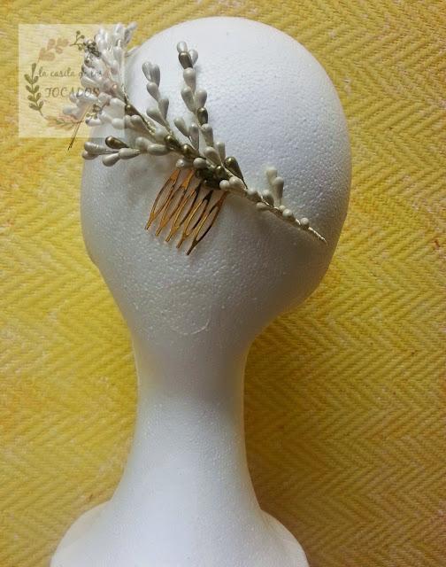 tocado artesanal de novia de pistilos pintados en crema y oro viejo