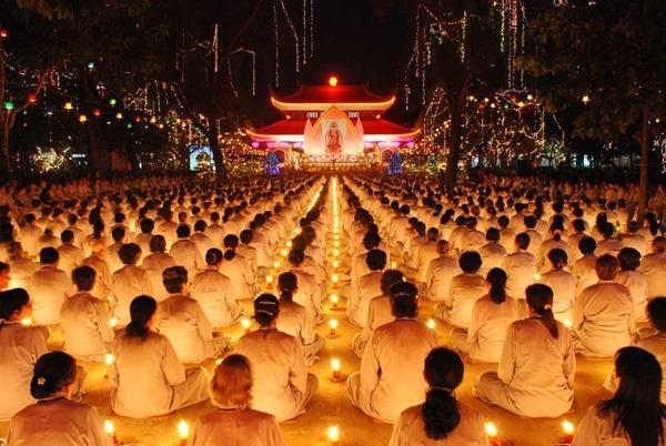 Từ một đêm hội hoa đăng ( cảm nghĩ nhân Lễ vía Đức Phật A Di Đà ở chùa Hoằng Pháp)
