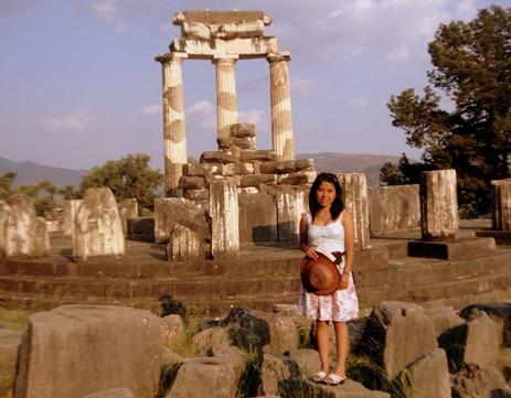 Abril G. Karera en el Oráculo de Delfos, julio 2012