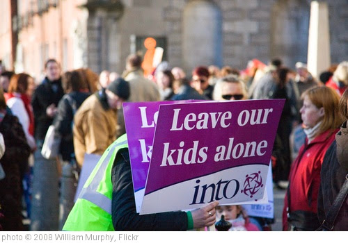 'LEAVE OUR KIDS ALONE' photo (c) 2008, William Murphy - license: https://creativecommons.org/licenses/by-sa/2.0/