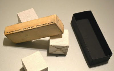 Progressione di Tre sculpture, Enzo Mari for Danese 1959 wrapped cubes with box