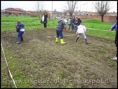 I bambini delle classi 1° della Scuola Primaria di Padulle piantano il grano! (25)