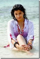 madhurima-hot-stills-at-beach-9