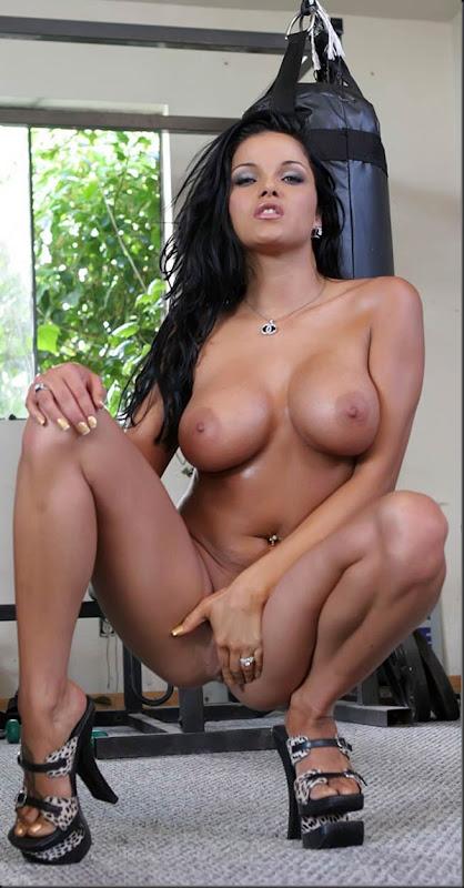 musculo-01--mulher-pelada-nua-buceta-pussy-02020