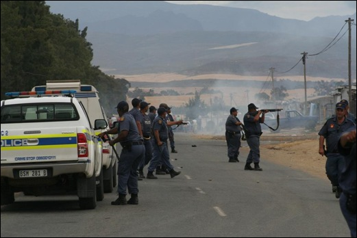 DE DOORNS VIOLENCE SPREADS TO CERES NOV132012 LANDBOUWEEKBLAD