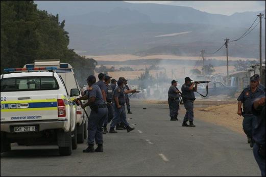 DE DOORNS VIOLENCE SPREADS TO CERES NOV132012 LANDBOUWEEKBLAD