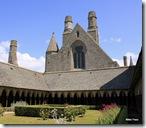 O Claustro é um exemplo de arquitetura anglo-normanda no início do século 13.