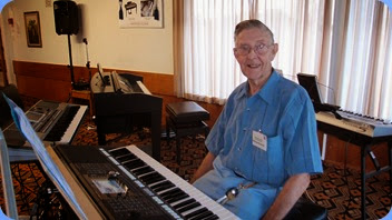 Michael Bramley played his Yamaha PSR-S950 for us. Photo courtesy of Dennis Lyons.