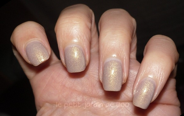 [02-essence-irreplaceable-nail-polish%255B4%255D.jpg]