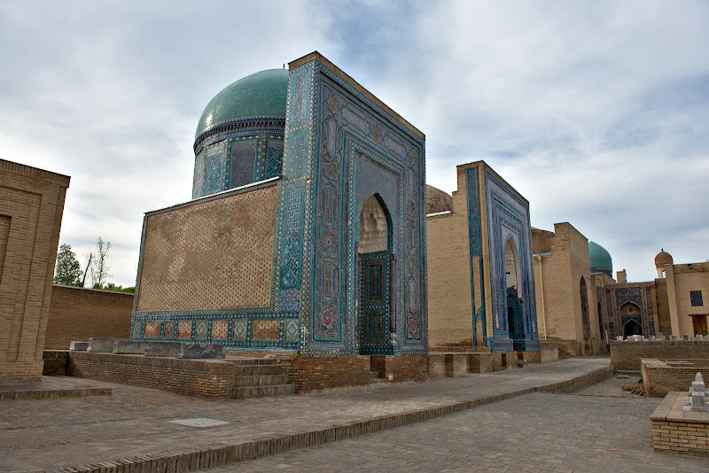 Mausoleu langa mausoleu.