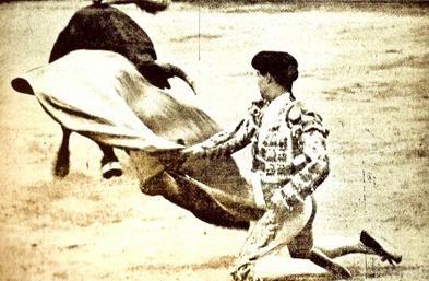 1910-08-21 San Sebas Rafael el Gallo Larga cambiada de rodillas 001