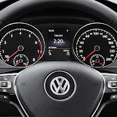 2013-Volkswagen-Golf-7-Interior-11.jpg