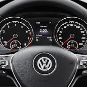 2013-Volkswagen-Golf-7-Interior-11.jpg