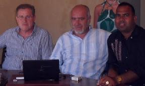 Da sinistra: Mirto Bassoli, segretario provinciale Cgil; Antonio Mattioli, segretario regionale, e un lavoratore Gfe nel presidio in Provincia di giugno