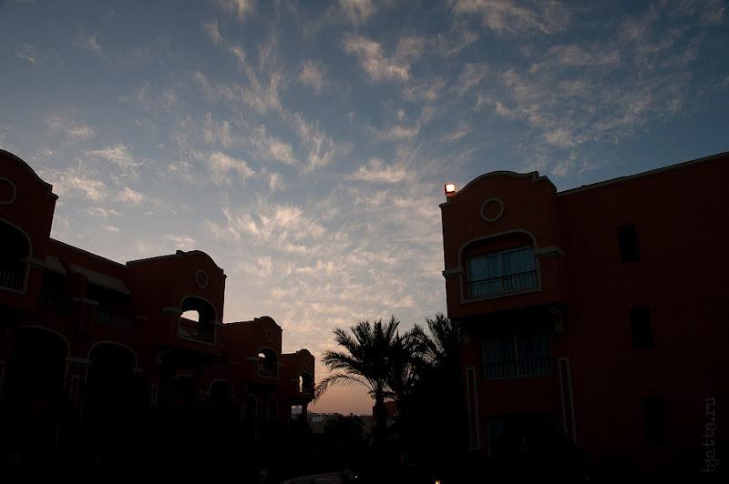 Отель Caribean World Resort Soma Bay. Хургада. Египет. Непривычно кудрявое небо Египта, всё же ноябрь и сезон ветров вот вот наступит.