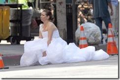 bridesmaids-poop-in-street-scene