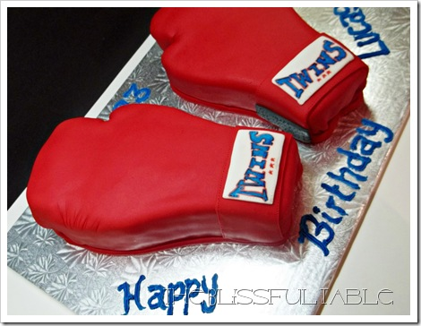 boxing gloves cake 010a