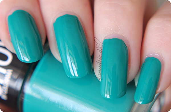 "Maybelline ""urban turquoise"""