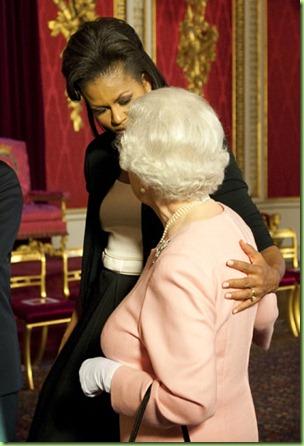 mo touches queen
