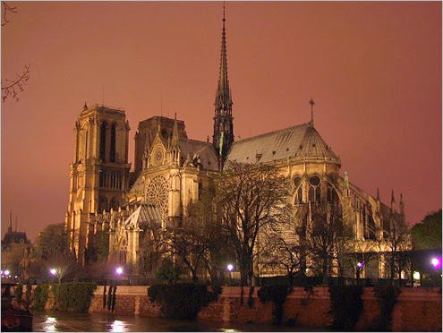 800px-Notre-Dame-night