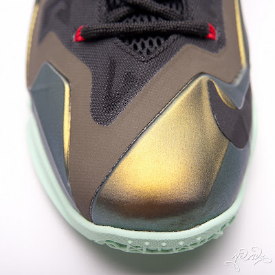 nike lebron 11 gr parachute gold 3 25 kings pride Nike LeBron XI Kings Pride   Detailed Look & Package
