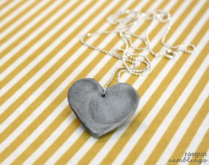 fingerprint heart necklace tutorial by raegun ramblings