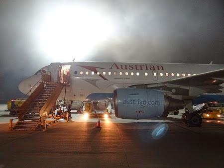 32. Austrian Airlines pe aeroportul din Teheran.JPG