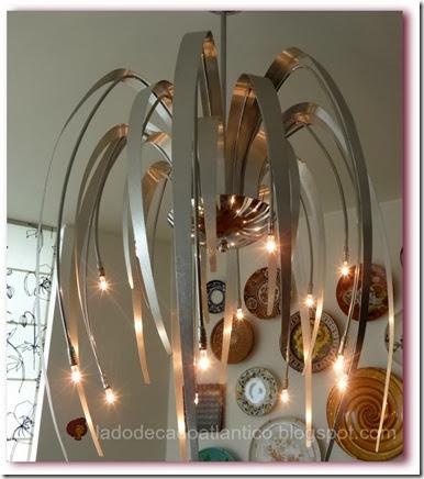 Imagem de um candeeiro de teto (tecto) ou lustre aceso, da Loja Antarte