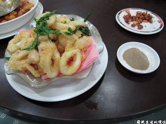 台南-四季小館。香酥小卷,NTD188。個人不推薦,酥炸就是要有酥脆的口感及彈牙的韌性,不過這裡的小卷吃起來卻是軟軟綿綿的。