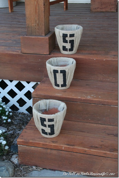 porch and burlap pots 027