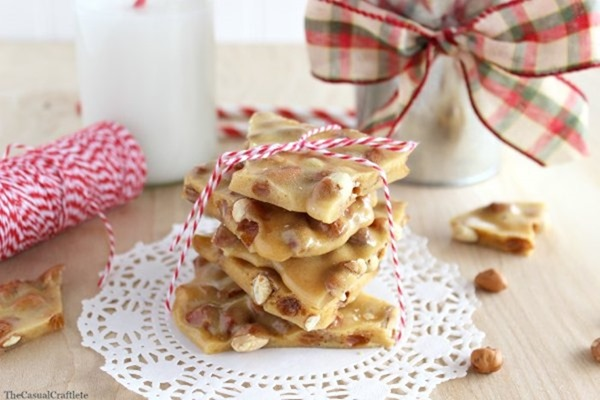 Easy-Microwave-Peanut-Brittle-for-the-holidays-