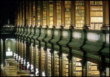 Bibliothèque du Collège Trinity, AKA, la Long Room, Dublin, Irlande -1