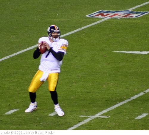 'Roethlisberger Passing' photo (c) 2009, Jeffrey Beall - license: http://creativecommons.org/licenses/by-sa/2.0/