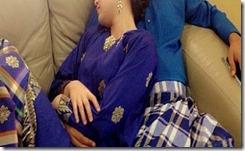 Gambar romantik Lisa Surihani tidur bersama Yusry KRU