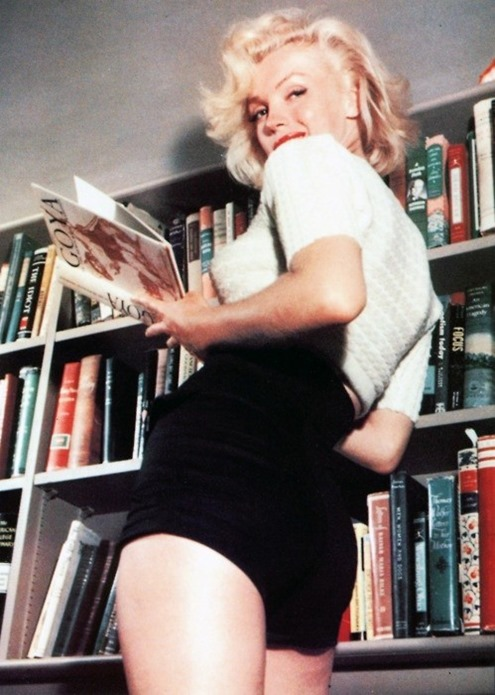 Marylin-reading