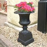 Mała waza metalowa, czarna, P683, wys 50cm, śr 30cm, baza 19x19cm