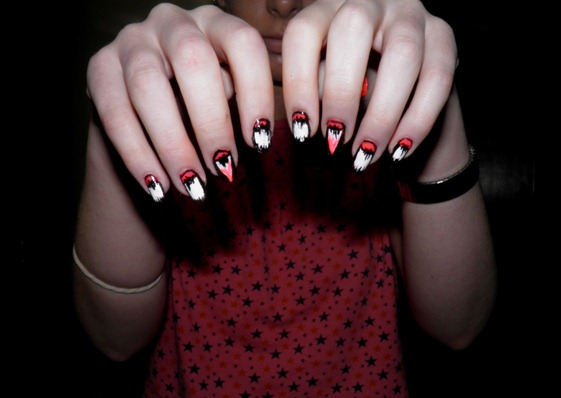 VAMPIRE TEETH NAILS 3