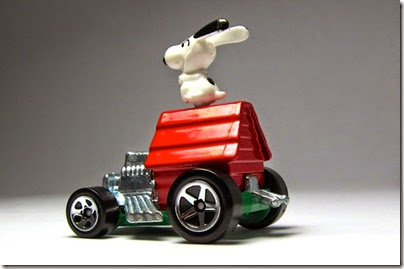 Snoopy Red Baron Hot Wheels 2014 by HW City 03 (Image hobbyminis.blogpost.com)