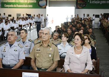 Governadora participa da Missa da Pscoa dos Militares - Elisa Elsie
