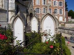 2006.08.25-024 tombes de la famille Hugo à Villequier