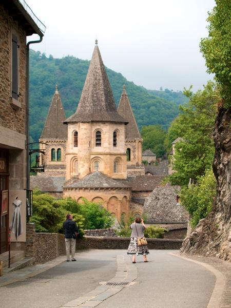 2011 07 28 Voyage France Le village Médiéval de Conques Il était sur la route des pèlerins de Compostelle et mme aujourd hui les pèlerins arrête ici