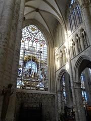 2014.08.03-077 vitraux dans la cathédrale des Saints-Michel-et-Gudule