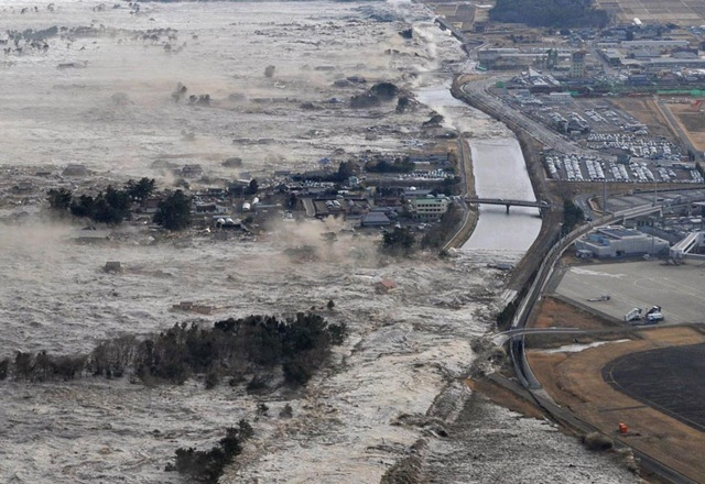 Iwanuma, norte do  Japão. 11/03/2011. Foto: Kyodo News/AP