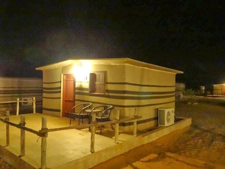 46. Cortul Arabian Oryx Camp noaptea.JPG