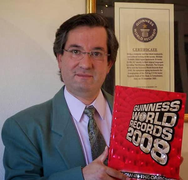 10- O maior número de livros digitados de trás para a frente