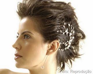 Dicas para disfarças as pontinhas do cabelo liso e curto.